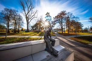adi_dassler-statue-world-of-sports-adidas-hq-herzogenaurach