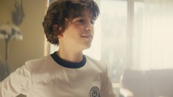 otto-fussball-wm-zeitreise-video-junge-close
