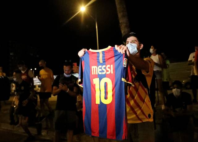 Barca fans want maria Bartomeu out instead of Lionel Messi