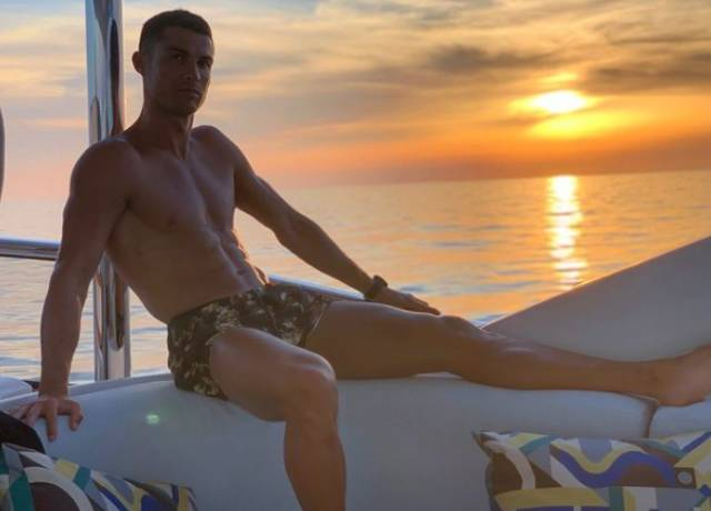 Cristiano Ronaldo becomes the first person ever to reach 250 million followers On Instagram