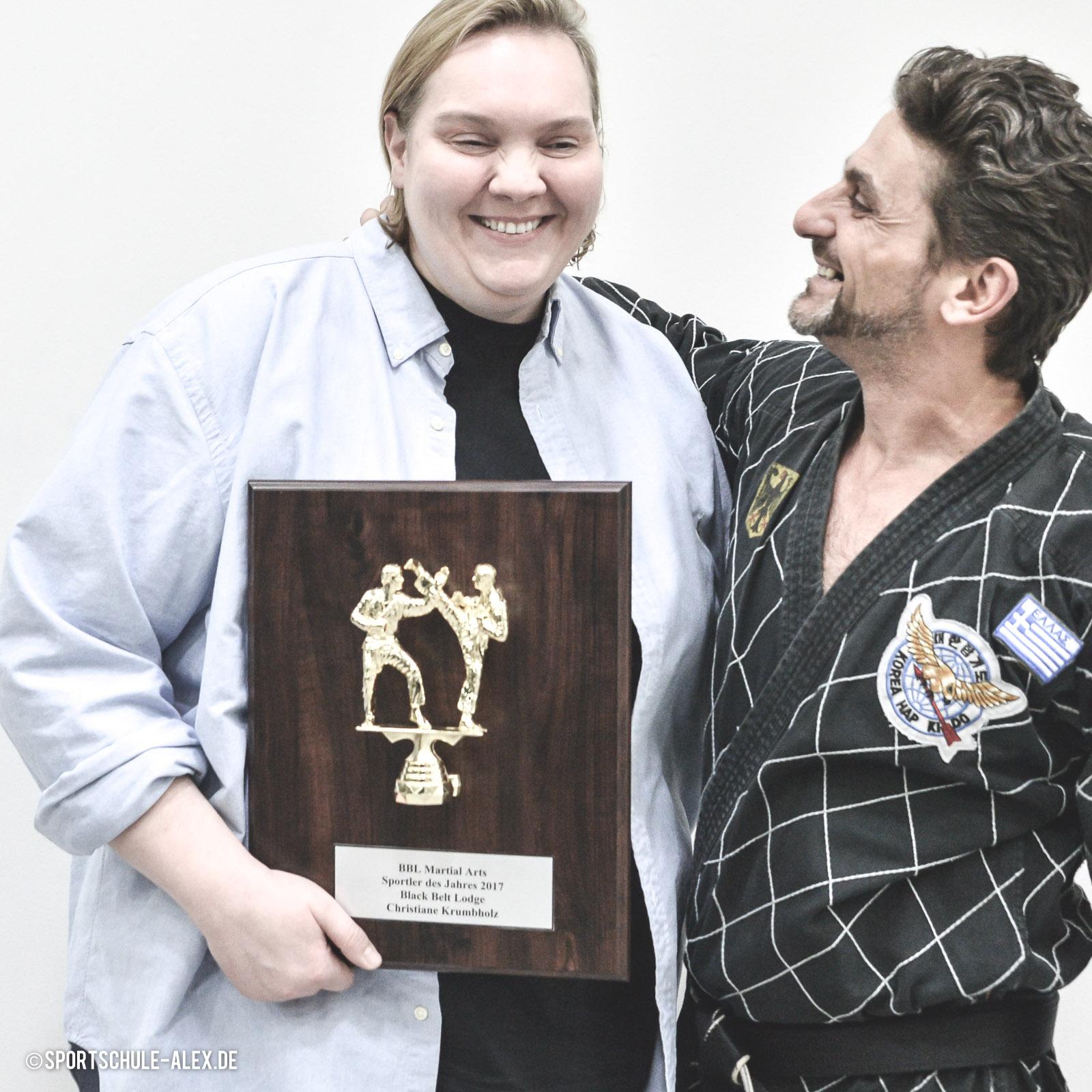 Christiane Krumbholz wird von der Black Belt Lodge zur Sportlerin des Jahres 2018 gekürt.