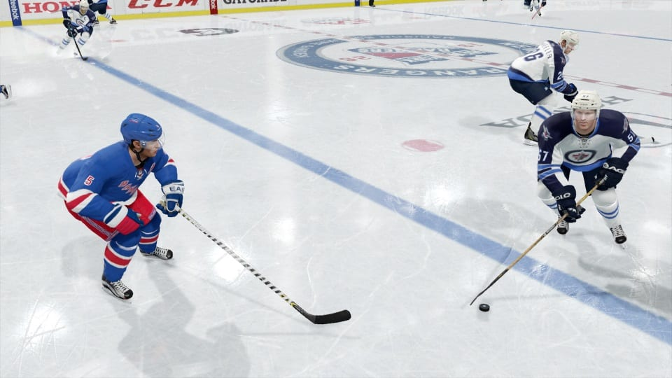 nhl16_tips_defending_blue_line