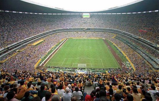 Top 10 largest football stadiums in the world sportsgoogly for Puerta 1 estadio azteca