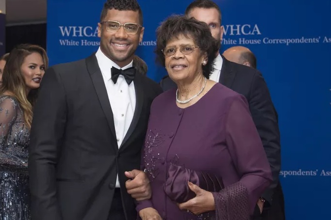 Russell Wilson Wins Mother's Day With This Gift to His Mom