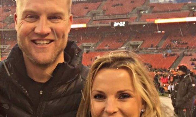 QB Josh McCown Showers Praise Upon 'NFL Wife' While Announcing Retirement
