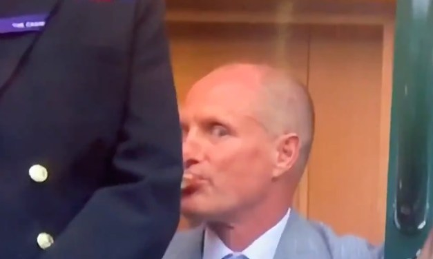 A Drunk Woody Harrelson Couldn't Get Back to his Seats At Wimbledon