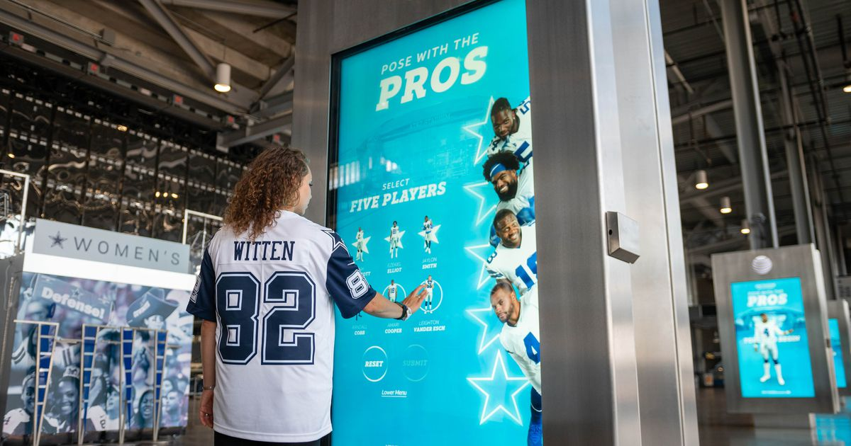 Dallas Cowboys Blow Fans' Minds with Augmented Reality Photo Opp
