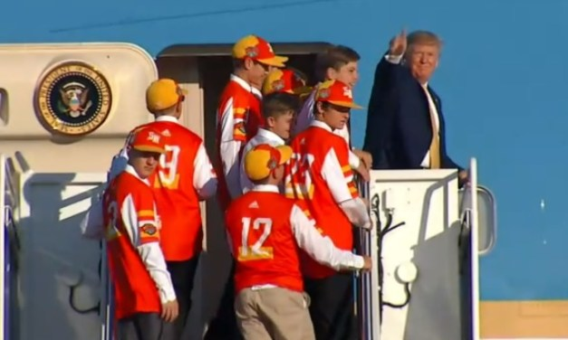 Air Force One Gives LLWS Champs Ride Home