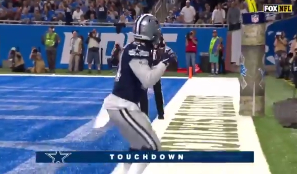 Ezekiel Elliott Celebrated a Touchdown With Dak Prescott's Pregame Hip Drills