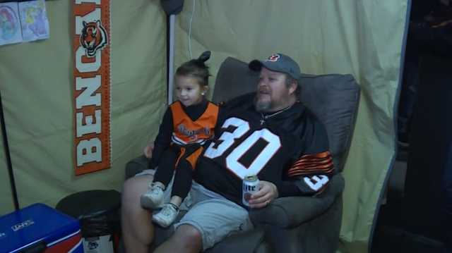 Bengals Fan Jeff Lanham Living on Roof Rejoins Society After Team's First Win