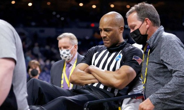 Ref alert after collapsing during Gonzaga-USC
