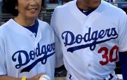 Dave Roberts' Mom Threw First Pitch at Dodgers' Japan Night