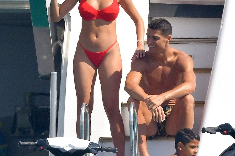 Cristiano Ronaldo is Enjoying life in Saint Tropez
