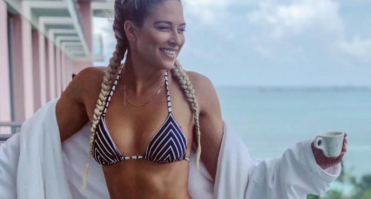 WWE Diva Kelly Kelly Putting on a Bikini Show, XXXTentacion's Murder Captured on Surveillance & Brooks Koepka Hit a Ryder Cup Spectator