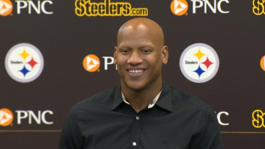 Ryan Shazier Follows a lot of Porn Related Twitter Accounts