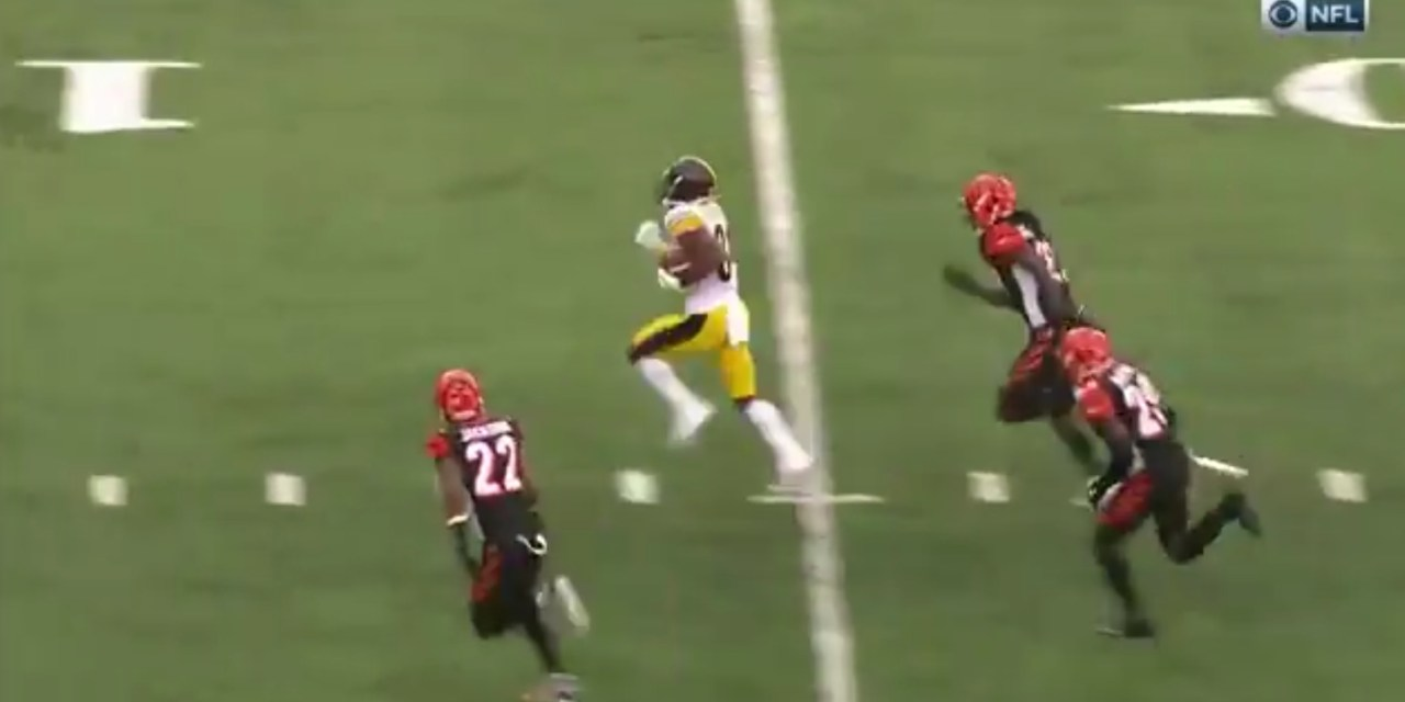 Antonio Brown Wins a Footrace at the End of the Fourth Quarter to Beat the Bengals