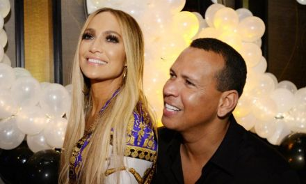 Jennifer Lopez Calls Some Signs at Game 2 of the World Series With Alex Rodriguez