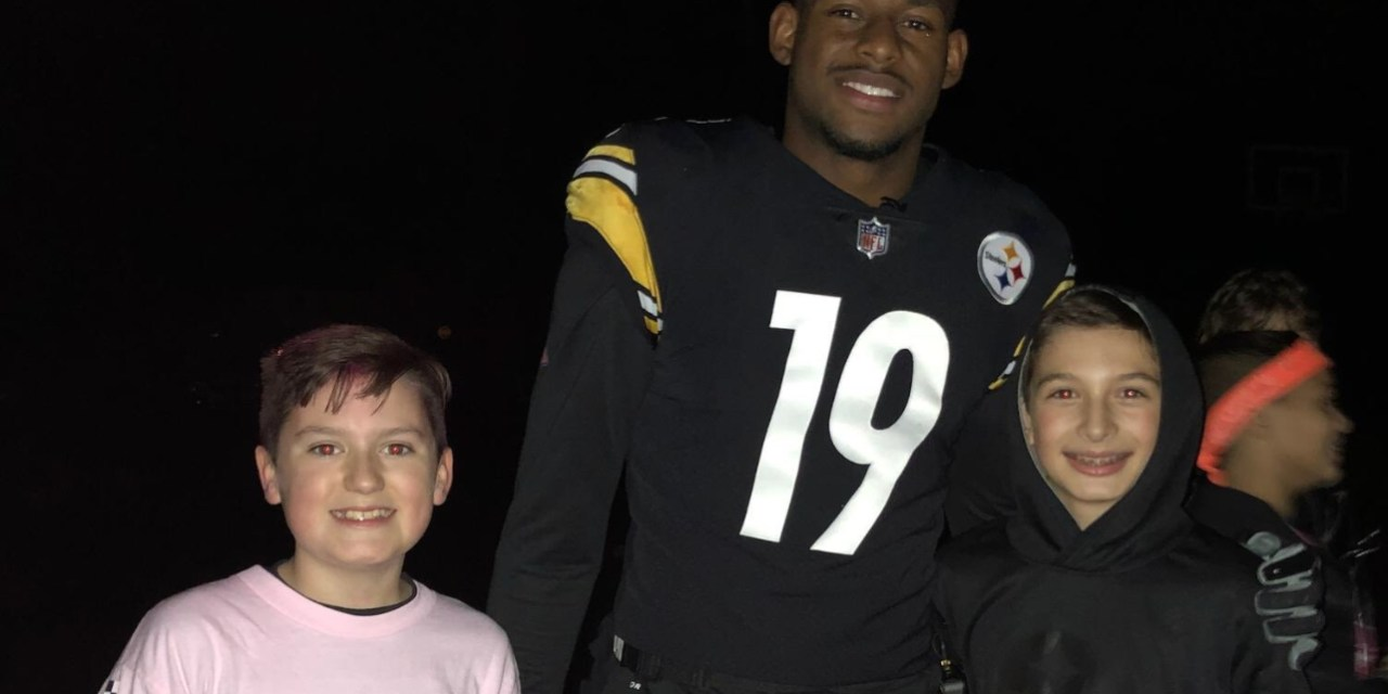 JuJu Smith-Schuster Went Trick or Treating in His Steelers Uniform