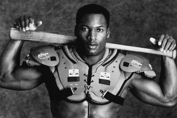 Kyler Murray Recreates Iconic Bo Jackson Photo for His Heisman Campaign