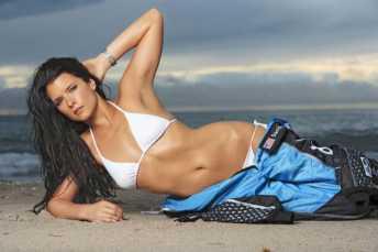 danica-patrick-in-beach_MTYwNjI1NzkyMzcwNDE4ODU5