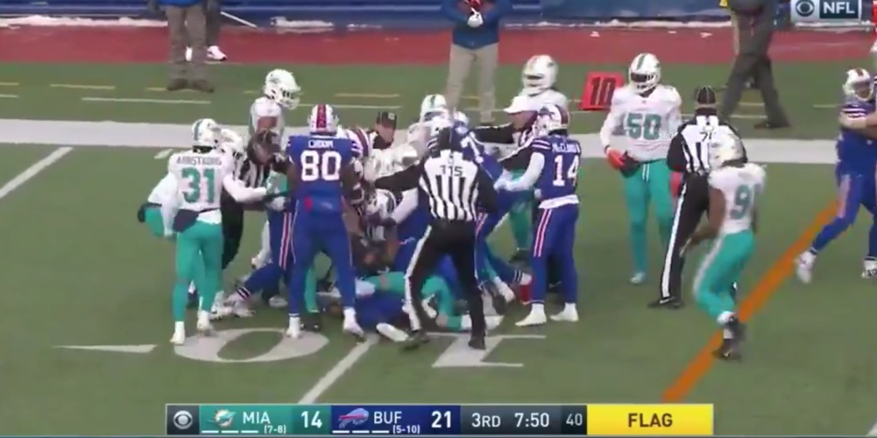 Dolphins Linebacker Kiko Alonzo Ejected for Dirty Hit on Sliding Josh Allen