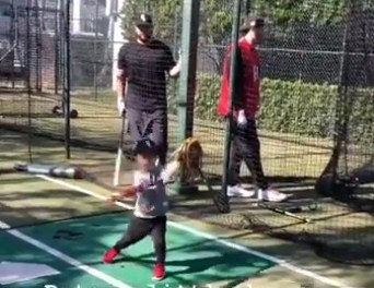 Video Appears to show Manny Machado in White Sox Hat