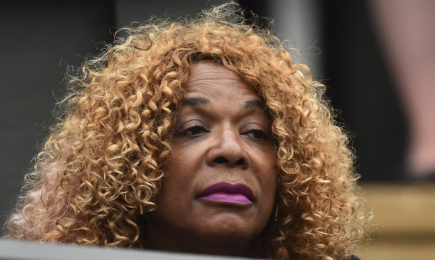 Serena's Mom Oracene Price Had the 'Poker Face' Reaction to Daughter's Win