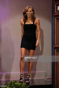 Lolo-Jones-sexy-legs-4_MTYxOTQ3MjEwNzMxMzY1Njc4