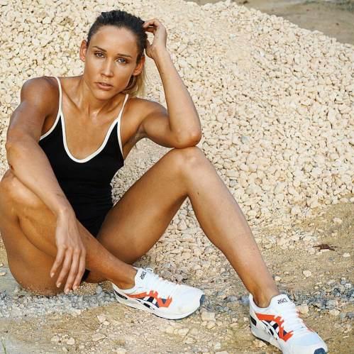 Lolo-Jones-sexy-legs-1_MTYxOTQ3MjEwNzMxNDMxMjE0