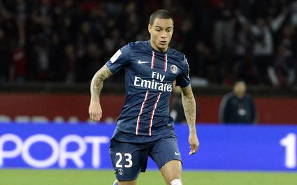 Manchester United is chasing for PSG right back van der Wiel