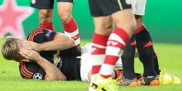 Luke Shaw injured in PSV-Eindhoven-vs-Manchester-United