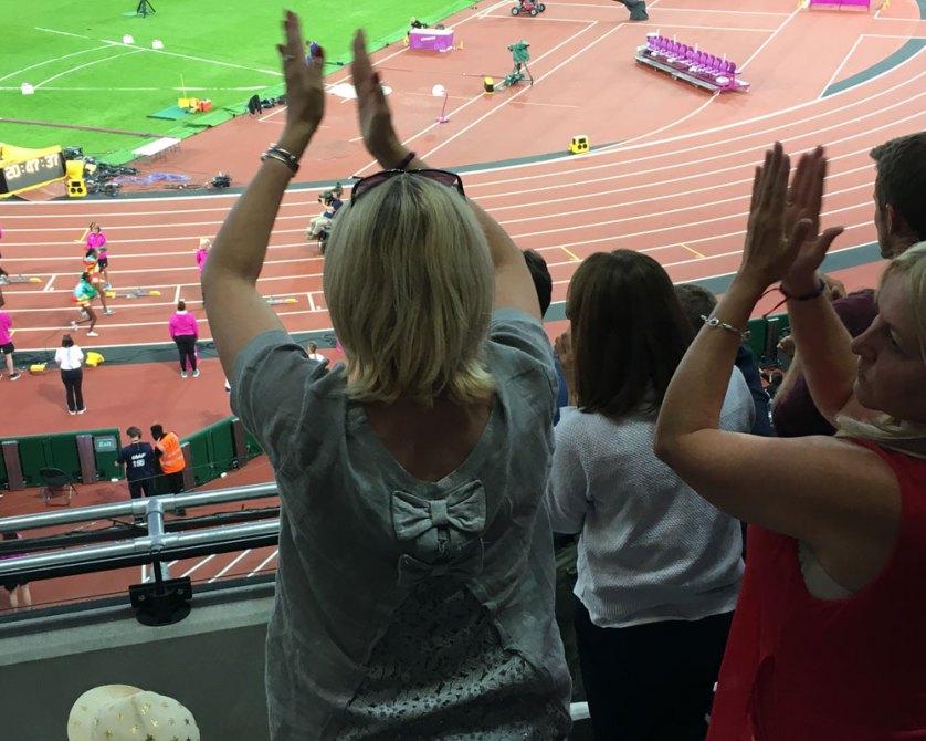 Ladies-celebrate-Ethiopia-runner-Almaz-Ayana
