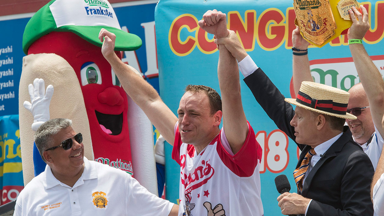 Photo of Joey Chestnut, Miki Sudo dominate Hot Dog Eating Contest odds – Sportsnet.ca