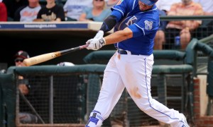 Mike_Moustakas_swings_at_a_pitch_25090046553