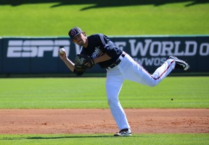 Dansby_Swanson_takes_grounders_25185956351-1