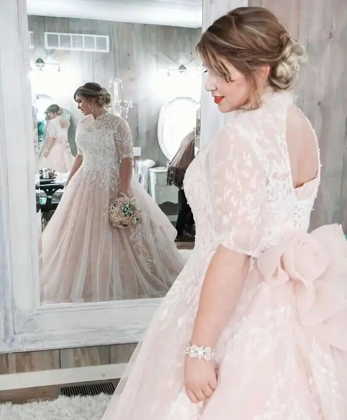 abito da sposa curvy colorato