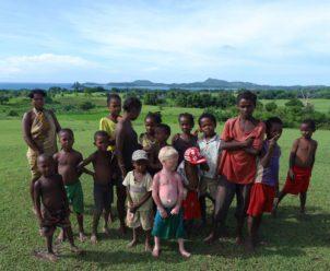 Un gruppo di bambini nell'entroterra di Nosy Be