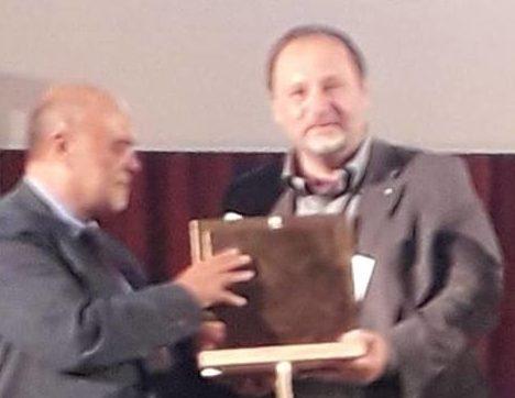 Racalmuto Fondazione Sciascia Premio MCL Solidarietas 2018 il professor Francesco Pira ritira il Premio dal Segretario Generale MCL Tonino Inghingoli