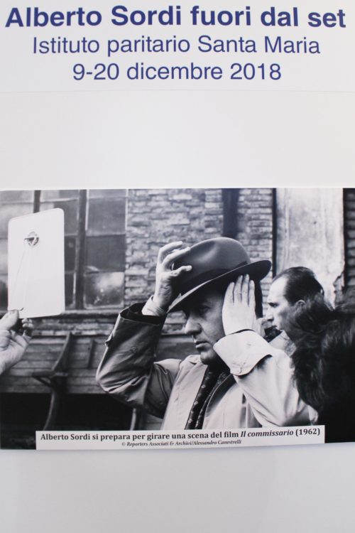 Alberto Sordi si prepara per girare una scena del film Il commissario diretto da Luigi Comencini (1962)