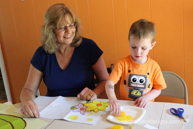 Kiwi Crate Bug Kit: Sponge Painting | spotofteadesigns.com