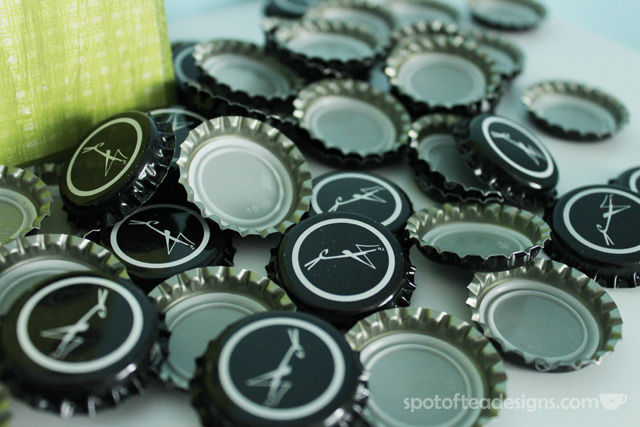Beer Cap Clock Tutorial. Learn how to make one for your beer lover dad for #FathersDay! Easily done with soda caps too! | spotofteadesigns.com