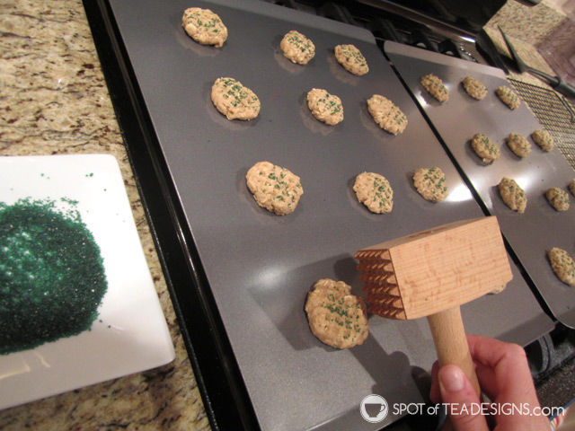 Favorite #Baking Items: Calphalon Cookie Sheets | spotofteadesigns.com