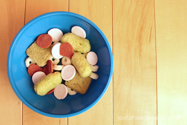 Toddler's First Trail Mix featuring @HappyFamily - mix and match textures sizes and shapes during snacktime | spotofteadesigns.com