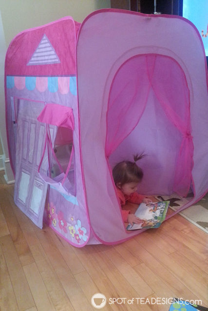 10 ways to entertain a toddler in winter. Make a pillow fort or play with a pop up tent | spotofteadesigns.com