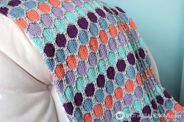 Handmade baby blanket with hexagon pattern   spotofteadesigns.com