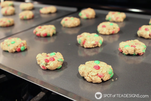 Baking Red and Green Soft Oatmeal Cookies with a Toddler. #MemoriesInTheBaking #ad #shop #cbias