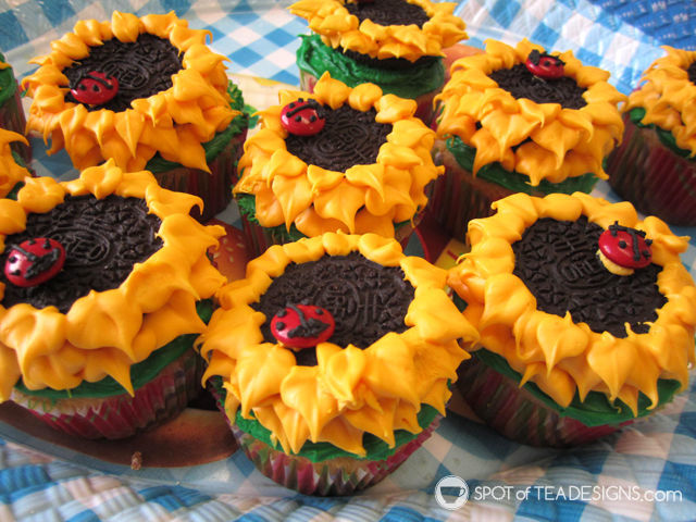Oreo Cookies turned into Sunflowers | spotofteadesigns.com