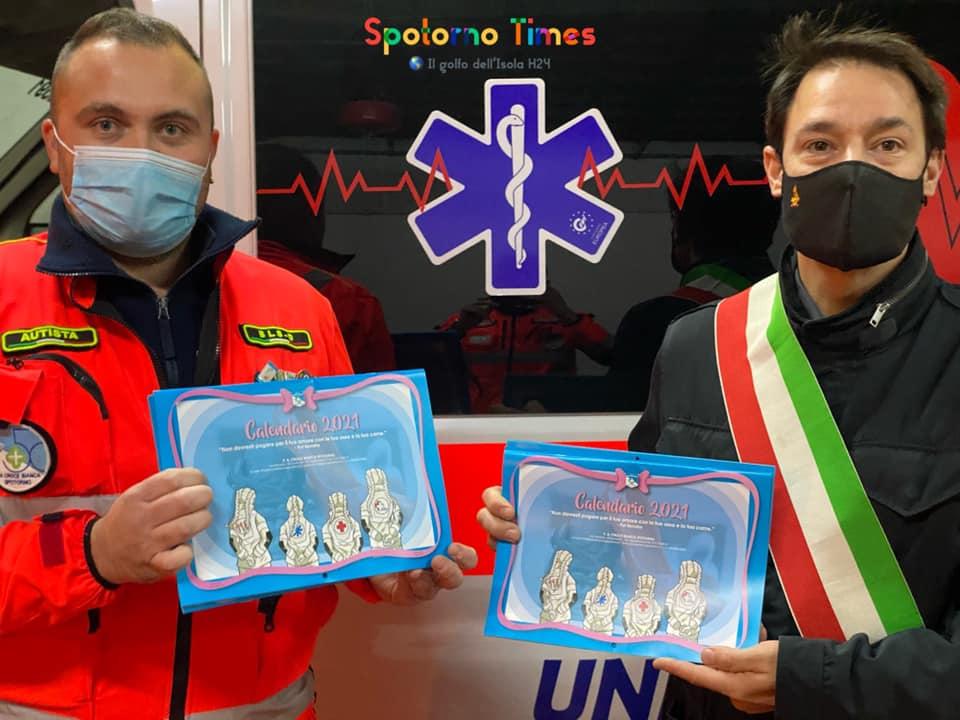 """Fiorini, donazione alla Croce Bianca e invito ad acquistare i calendari: """"Un gesto che vale tanto"""""""
