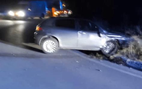 Spotorno, auto si schianta in curva fuori dall'autostrada