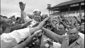 Rudolf Caracciola feiert Erfolg um Erfolg. Er gewinnt sechsmal den Deutschland-GP und dreimal die Formel-Europameisterschaft - bis heute unerreicht